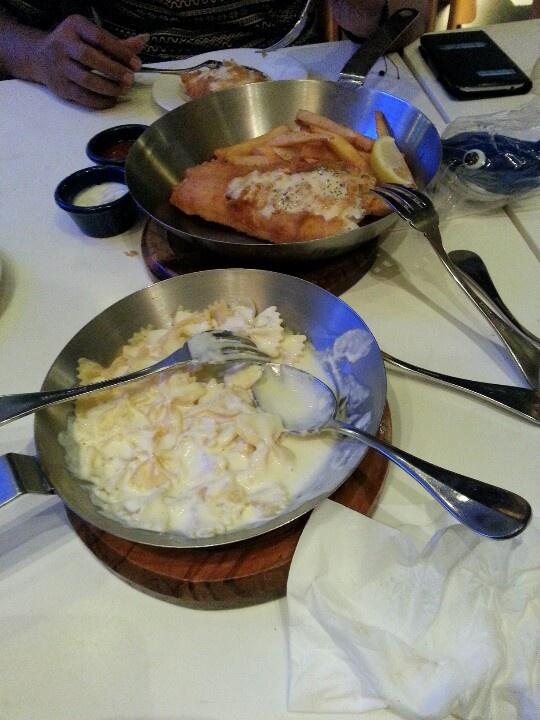 Fish n chip& pasta saus kejunya mantab...(fish)