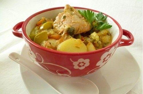 Рагу с курицей, кабачками и картофелем - сытное и очень вкусное. Вы будете часто его готовить, если попробуете этот рецепт. Ингредиенты, описание.