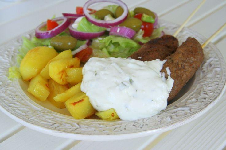 Grekiska grillspett med ugnsbakad potatis - Jennys Matblogg
