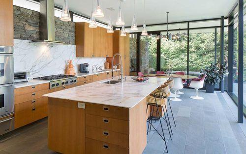 Lakehouse Was Designed Around Midcentury Furniture