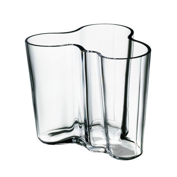 Aalto-maljakko oli Alvar Aallon voittoisa kilpailutyö Karhula-Iittalan lasitehtaiden järjestämässä suunnittelukilpailussa vuonna 1936. Vuotta myöhemmin se esiteltiin useassa koossa ja värissä Pariisin maailmannäyttelyssä ja liitettiin osaksi ylellisen Savoy-ravintolan sisustusta.