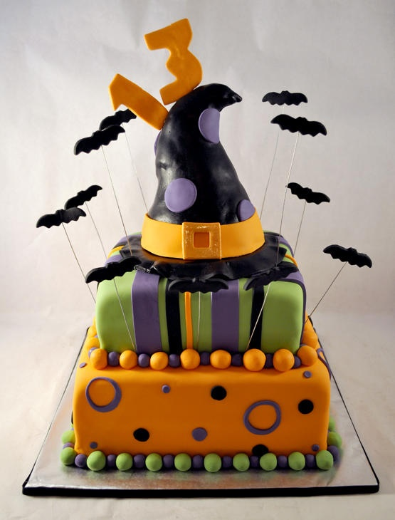 Fondant Cake Halloween Ideas : 1000+ ideas about Halloween Fondant Cake on Pinterest Witch cake, Halloween cakes and ...