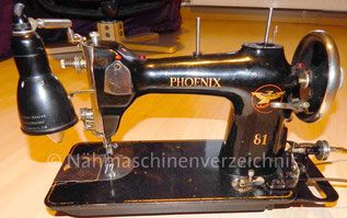 Phoenix 81, ZZ-Nähmaschine, Flachbett, Brillengreifer, Fußantrieb, Anbaumotor möglich, Hersteller: Phoenix Nähmaschinen AG Baer und Rempel, Bielefeld (Bilder: P. Koßmann)