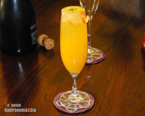 Mimosa..bueno y suave!! Mitad zumo de naranja fresquito y mitad champagne.Servir muy frio.