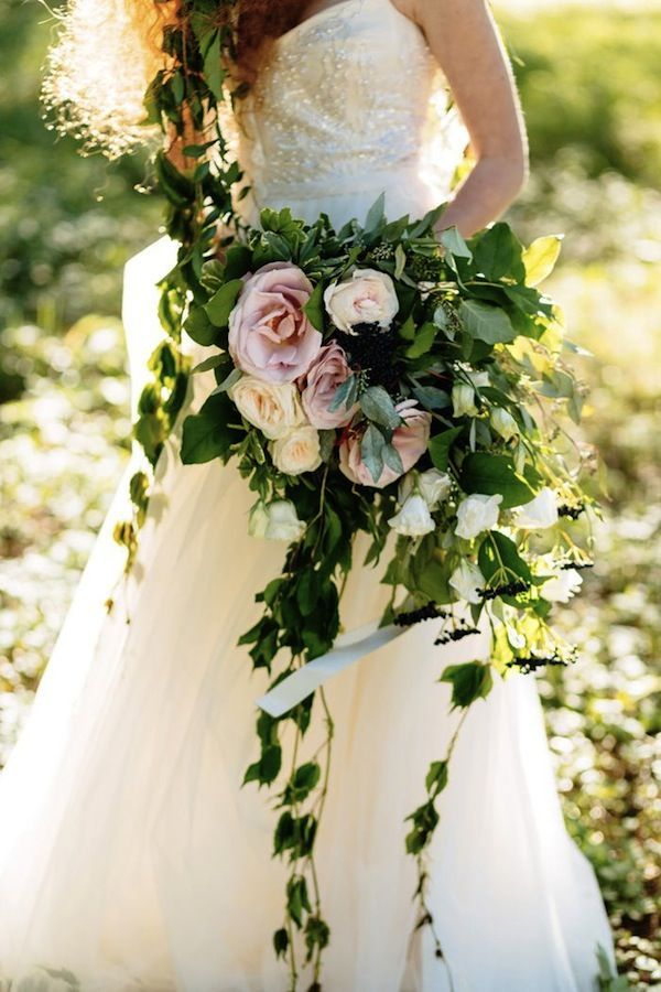 Organic wedding bouquets with cascading ivy cuttings and dark green leaves go well with any color palette or season.