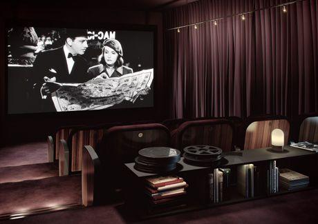 Oscar Properties, Biografen