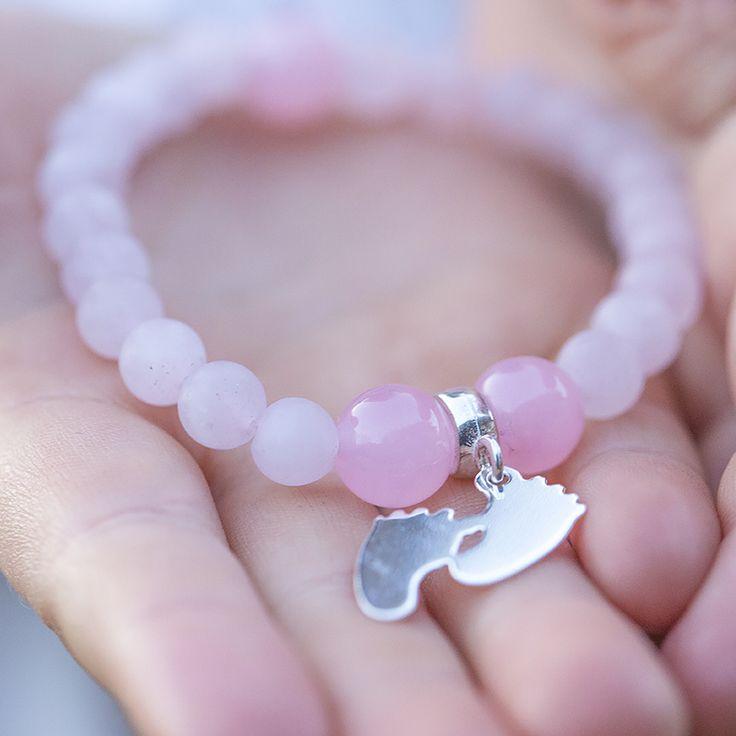 Dla Mamy lub dla Małej Damy różowa bransoletka z zawieszką z możliwością grawerowania #Lapide #inspiracje #moda #kamienienaturalne #biżuteria #bransoletk i#dodatk i#srebro #wiosna #jewellery #jewelry #bransoletka #lifestyle #stars