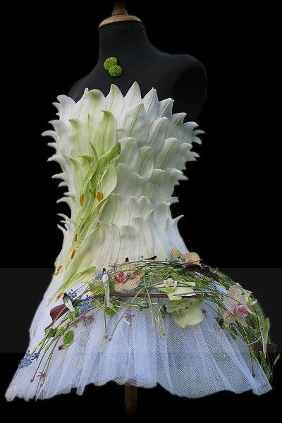 #couture #green #white #leaves #botanical #organic #fashion #dress #plants #flowers #gown