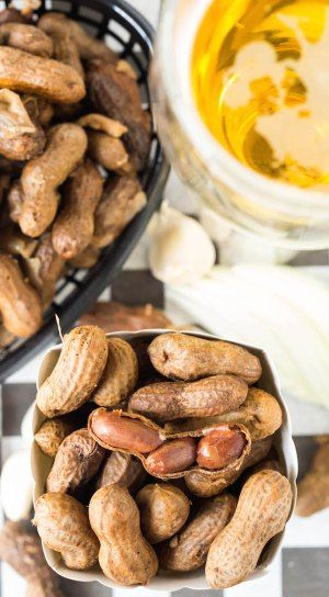Make garlic and onion beer boiled peanuts in the crock pot!