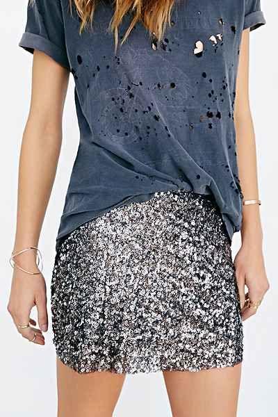 Sequin Mini Skirt | buy it here: http://rstyle.me/n/tsebabbzkf