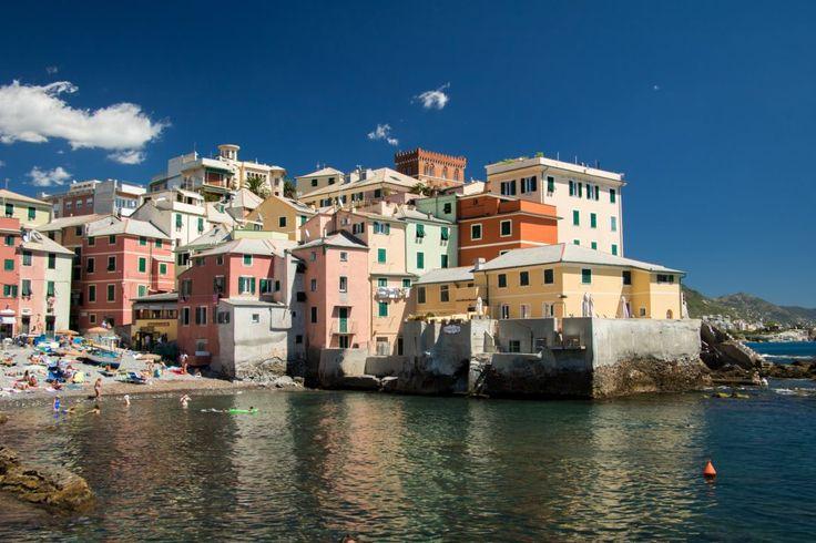 La ville de Gênes n'est pas la plus incroyable d'Italie, mais certains endroits comme Bocadasse y valent le coup d'oeil, on vous fait visiter ?