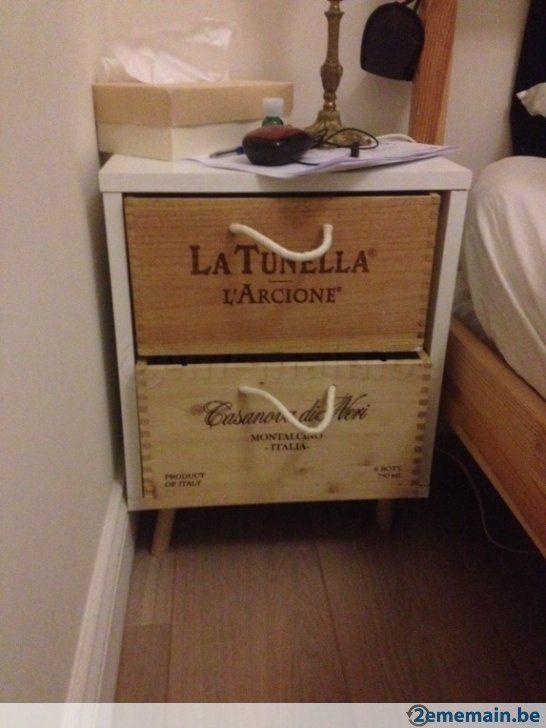 Table de nuit en caisse à vins