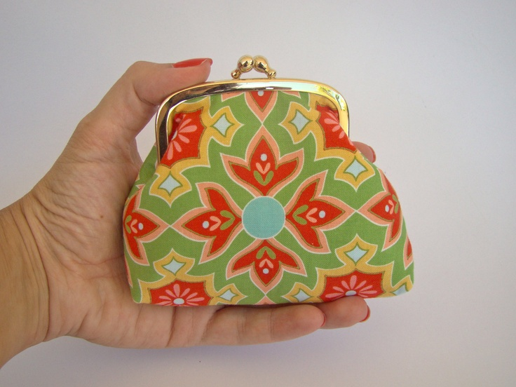 Kisslock Fabric Pouch, jewelry pouch, pills purse, in a modern cotton print. €12.00, via Etsy.