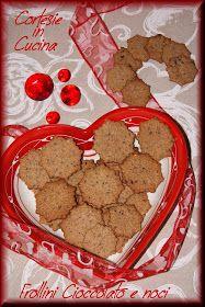 Frollini gustosi, una bontà al cioccolato da inzuppare nel latte caldo...............................   INGREDIENTI: Per 40 biscotti   - 2...