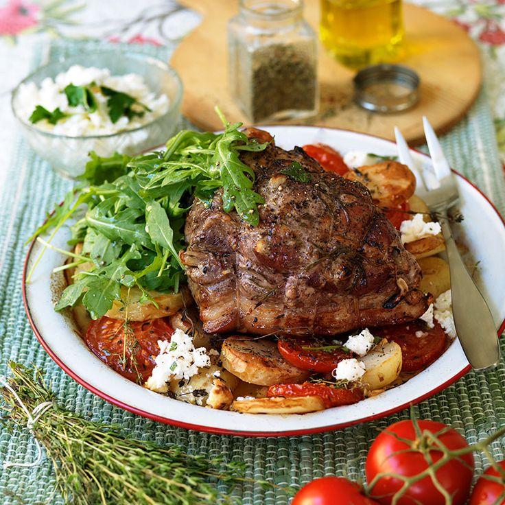 Svårt att tillaga stek? Inte då. Skinkstek med goda tillbehör sköter sig nästan helt själv i ugnen.