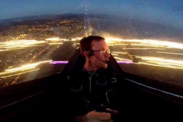 Así se ven los fuegos artificiales desde una avioneta (Video)