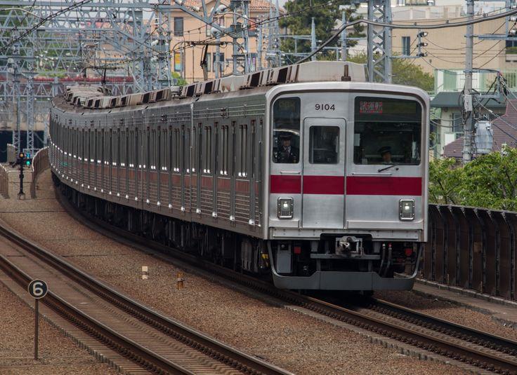 series 9000 Tobu Railways runs on the Toyoko-Line/Tokyu (Photo by Showa Express)