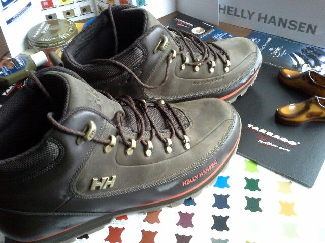 #saphir#tarrago #shoes #shoe #buty #shoecare #waterproof #care #shoeslover #shoestagram #shoeporn #multirenowacja #multirenowacjapl #schuhe #trekking #outdoor #tactical W końcu zima ... trzeba przygotować buciory do walki :)