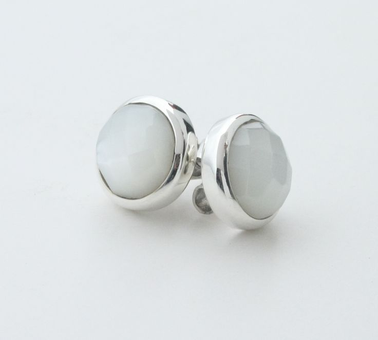 Aretes de nacar blanco facetado de plata 950