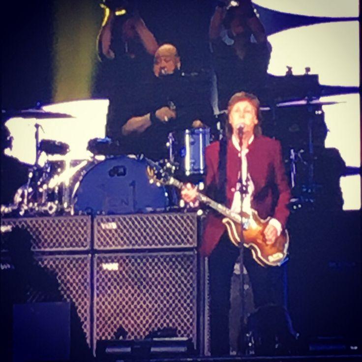 twitter.com/akky2009   ポール・マッカートニー ONE ON ONE TOUR 7/17は🇺🇸マサチューセッツ州ボストンにあるフェンウェイ・パークにてPM6:30スタート  日本時間7/18AM7:30〜         ポール・マッカート...