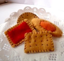 Kit feutrine biscuits réalisé par Catherine Martini   http://www.catherinemartini.fr/boutique/22-kit-feutrine http://lapetiteboutiquedesgourmandises.blogs.marieclaireidees.com/