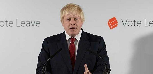 """Acusan a Boris Johnson porque """"dejó el campo de batalla"""""""