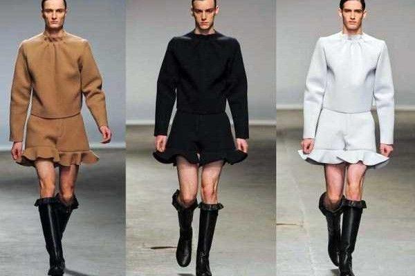 Επιτέλους: Ήρθαν τα μίνι φορέματα για άνδρες! Η μόδα που θα κάνει πάταγο το φετινό χειμώνα! Κουκλάκια ζωγραφιστά !!