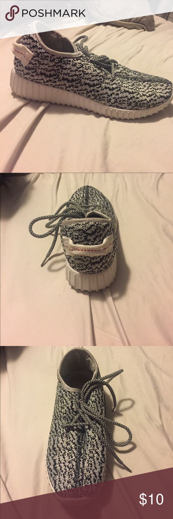 Fake yeezy! Worn 1 , not noticeable ! Fake yeezy! Worn 1 , not noticeable ! Shoes Sneakers