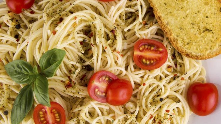 Frisk pasta med citron-timian kylling, cherrytomater, frisk basilikum   Mad