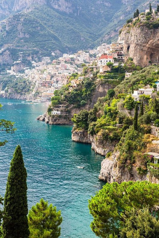 Вид на Позитано, Амальфитанское побережье, Италия