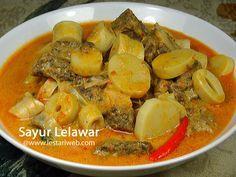 SAYUR LELAWAR, salah satu sajian penyusun dari hidangan Lontong Sayur khas Jawa Timur. Biasanya sayur ini disantap bersama Lontong dan Sate Manis. Sekilas mirip bumbu sambal goreng pada umumnya atau Sayur Lodeh khas Jawa Timur yang pedas tapi dengan sentuhan sedikit jintan yang memberi aroma tersendiri. Bagi anda penggemar sayuran berbahan rebung, tak ada salahnya anda menambah variasi menu berbahan rebung di dapur anda.