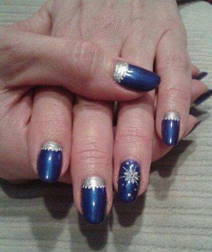 Nail art Noël en bleu et argent