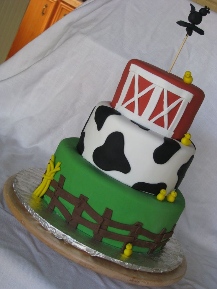 Cake Decoration Farm Theme : Best 25+ Cow print cakes ideas on Pinterest