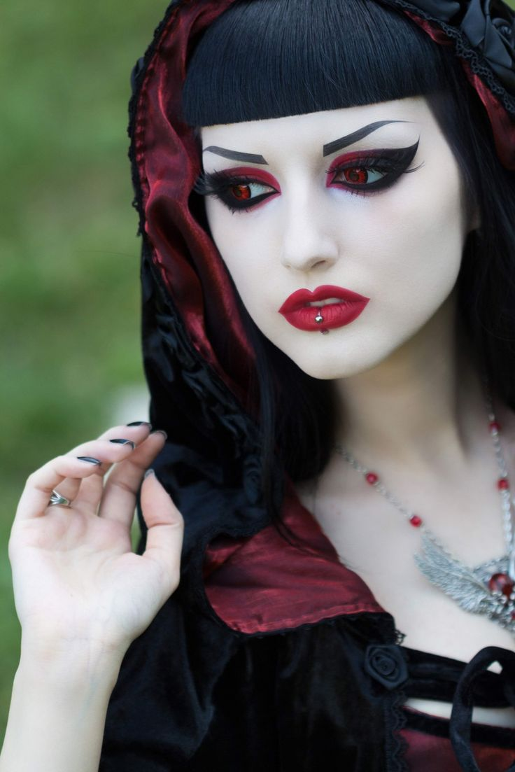 goth girl frame lips - photo #37