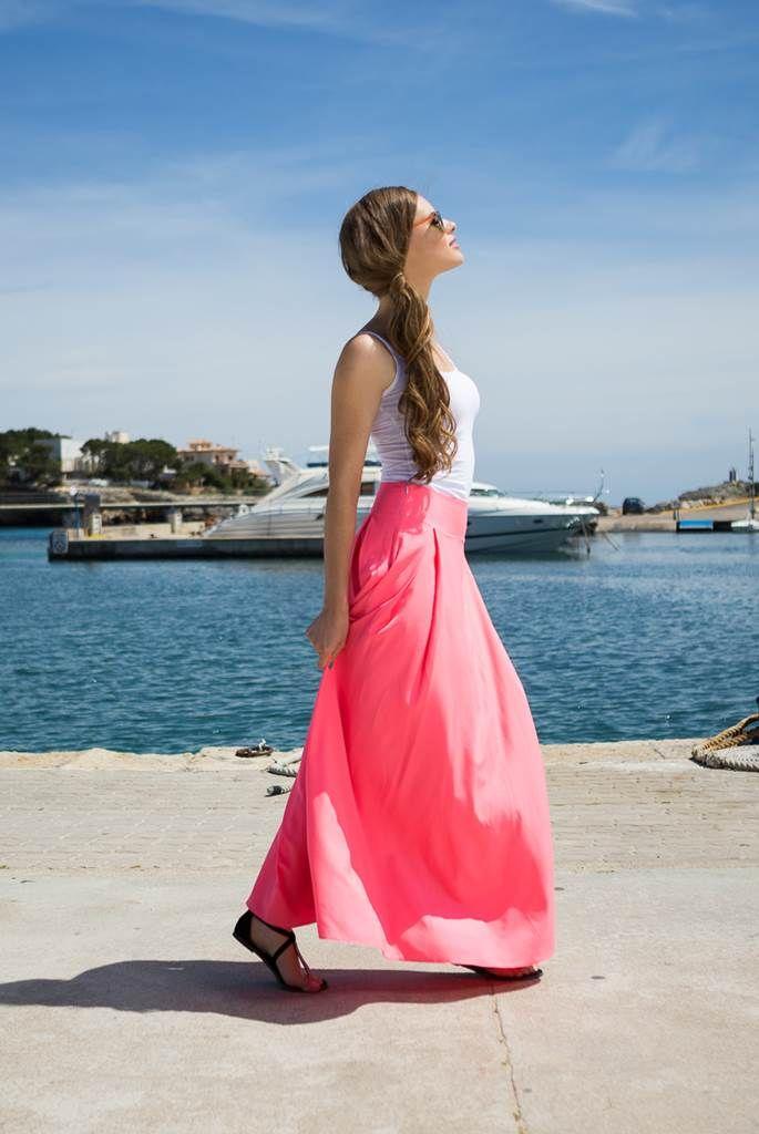 Fusta lunga clos roz Voque: fusta clos maxi este foarte feminina si faptul ca da senzatia de talie subtire, mascand totodata alte mici imperfectiuni ale siluetei, face din aceasta una dintre preferatele tuturor.