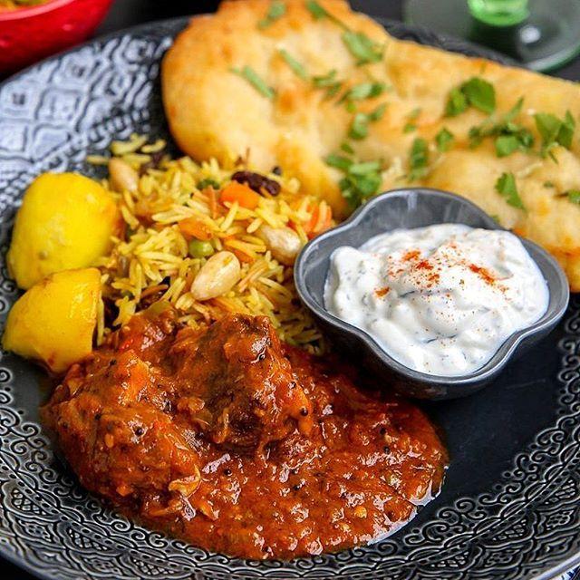 Tillbaka till mitt eget kök hemma i Stockholm🤗 Jag är sugen på att laga en riktigt god gryta till middag ikväll. Som denna👌 Äkta indisk lammcurry. SÅÅÅ GOD! Jag brukar servera hembakat naanbröd och raita bredvid😋 Recept med steg för steg bilder hittar du på bloggen. Sök efter LAMMCURRY i bloggens sökruta eller titta under kategorin INDIEN http://zeinaskitchen.se/indisk-lammcurry/