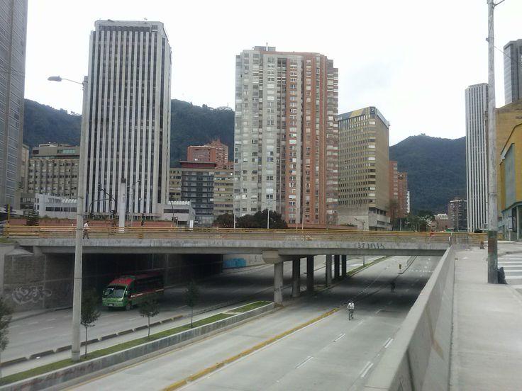Calle 26 hacia el oriente de la ciudad