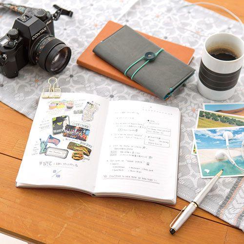 バケットリスト(レッド)は死ぬまでにしたい100のことを書くノートです。やりたいことや夢など、書き方・使い方はあなた次第。
