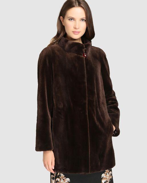 Abrigo de mujer De la Roca realizado en visón en color marrón oscuro