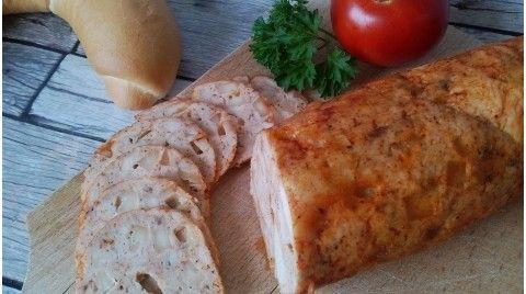 Csirkemell sonka házilag történő készítéséhez szükséges:60 dkg csirkemell filé10 dkg light trappista sajt (füstölttel finomabb!)3 gerezd (6 g) fokhagyma1 teáskanál (8 g) himalája só1 teáskanál (3 g) őrölt