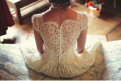 Robe de mariée Vintage (1950) «tea length» style Grace Kelly à vendre ou à louer | Annonces Dentelle