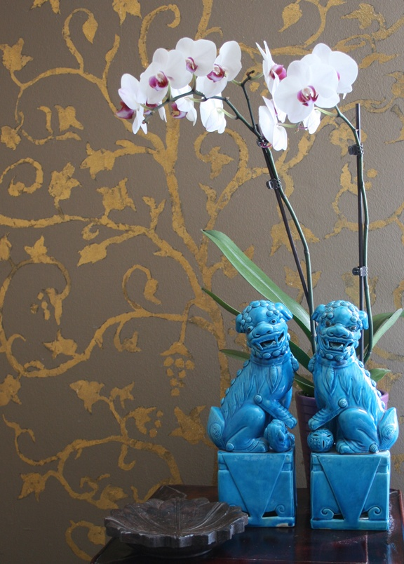 blue foo dogs - photo by apartmentf15
