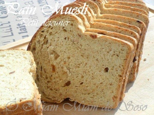 Plus gourmand que le pain, moins riche qu'une viennoiserie ou une brioche. Très complet, même nature c'est un plaisir au petit déjeuner ! Un pain que j'ai fait et que je refait très souvent ... INGREDIENTS 425 gr de farine T55, 180 ml de lait, 120 ml...