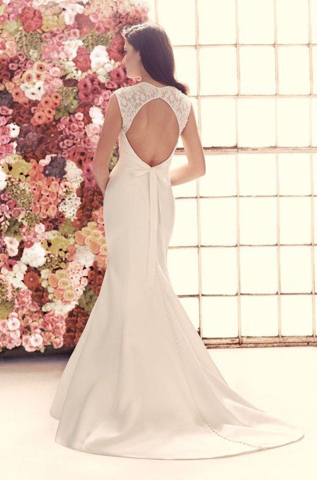 robe de mariée coupe sirène évasée, dos nu en dentelle, décoré d'un ruban en satin