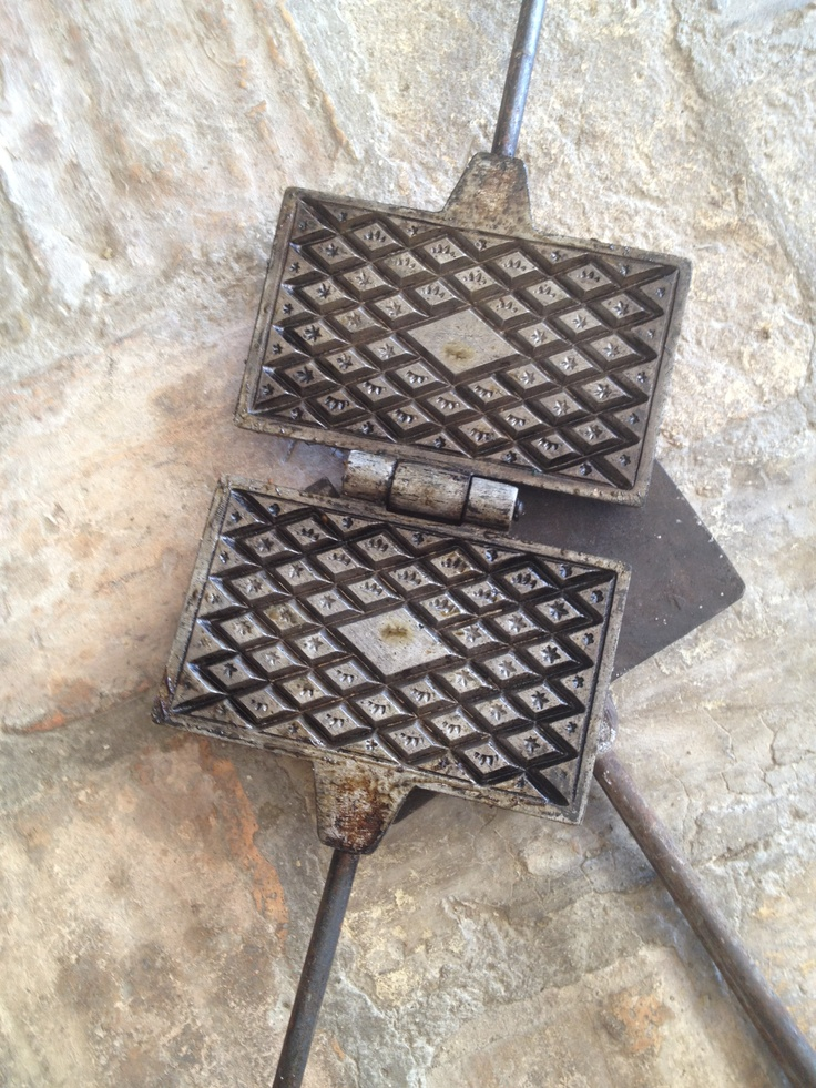 Ferro per pizzelle -Vintage tool to make Pizzelle,traditional cookies of Abruzzo