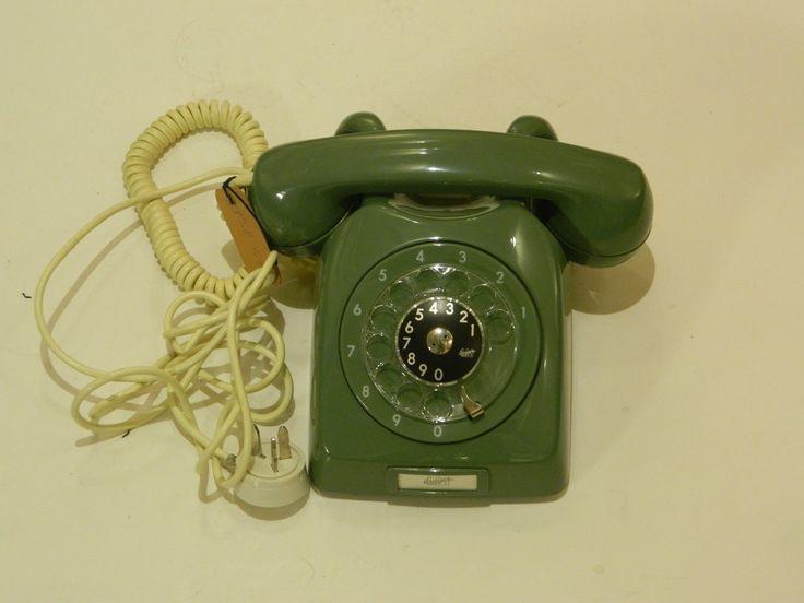 Pöytäpuhelin (varattu)