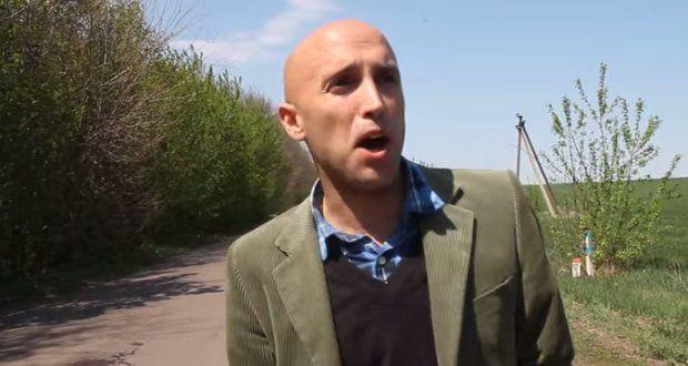 """Als Kriegsreporter in der Ostukraine machte sich der britische Journalist Graham W. Phillips einen Namen als freier Journalist. Zahlreiche Reportagen über den Krieg im Donbass veröffentlichte der ehemalige Reporter von RT international. In Deutschland besuchte Phillips das """"gemeinnützige Recherchezentrum"""" Correctiv in Berlin."""