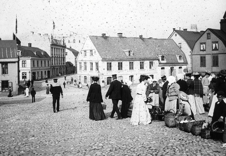 Market at Ristorgsbacken Karlskrona, around 1900. Unknown photographer.
