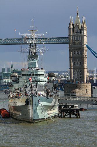 Londyn - flota wojenna na Tamizie / Battleships on Thames, London