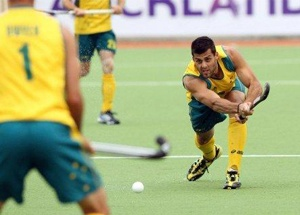 World champions Australia outplayed Pakistan 7-0 today to ease their passage into the semifinals of the Olympic Games men's hockey competition..